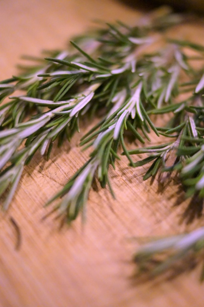Rosemary Sea Salt is the perfect hostess gift in a jar. Learn how easy it is to make from @naptimeismytime.