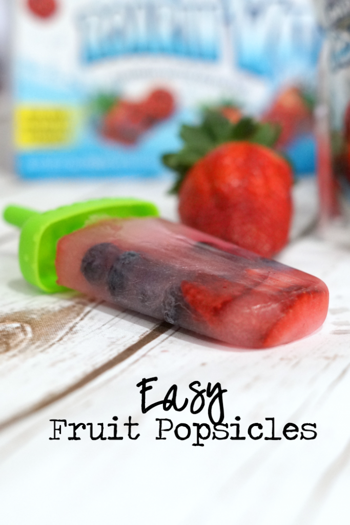Make this delicious frozen snack with Capri Sun Roarin' Waters - fruit popsicles are perfect for kids and adults! #KidsChoiceDrink #ad