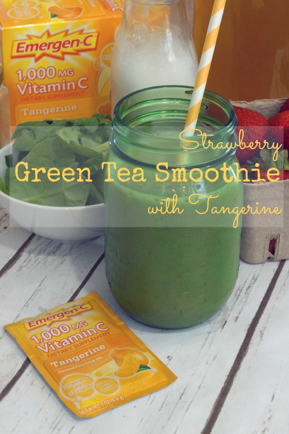 It's easy to stay #HealthyAndHydrated with this strawberry green tea smoothie with tangerine #ad