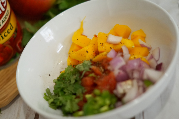 Try this easy to follow fresh mango salsa recipe. Perfect for summer parties! #HuntsFreshTwist #ad