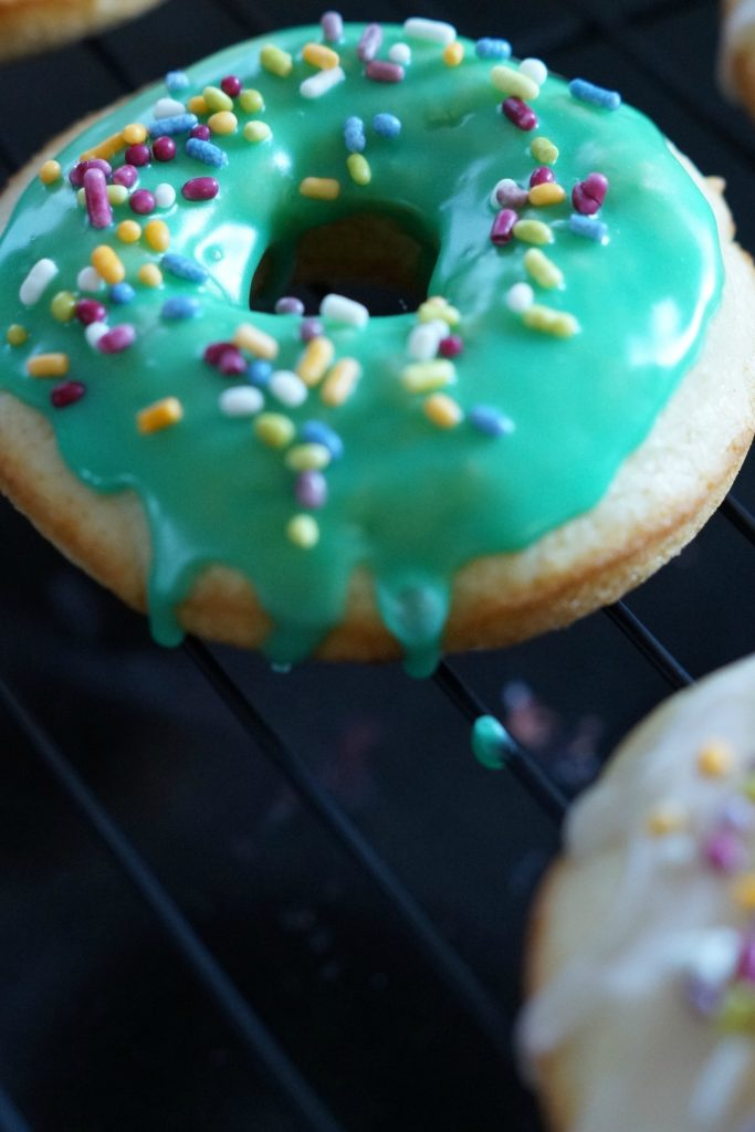 Learn how to make delicious baked donuts by following this simple recipe! Baked donuts are perfect for lazy weekends or busy weekday mornings!