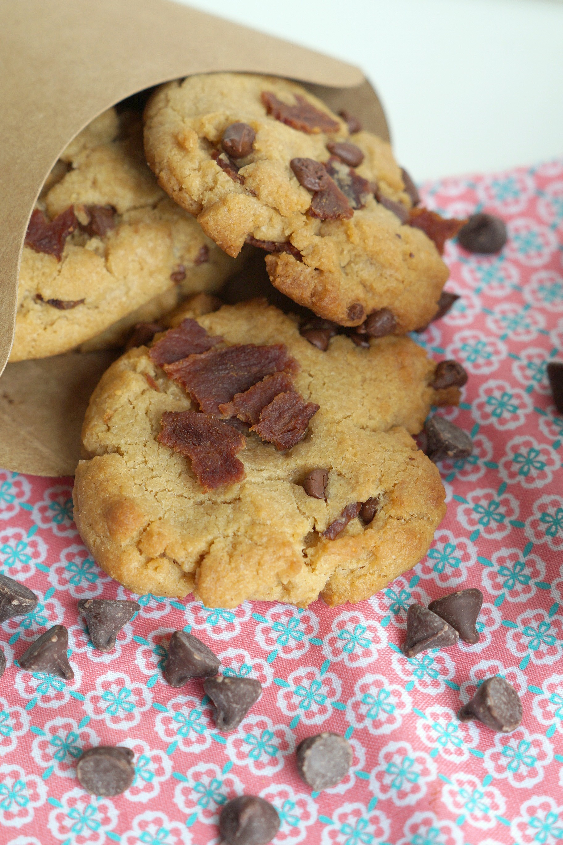 Follow this simple recipe for Peanut Butter Chocolate Chip Bacon Cookies and it's easy to #ServeUpSummer all year long! AD