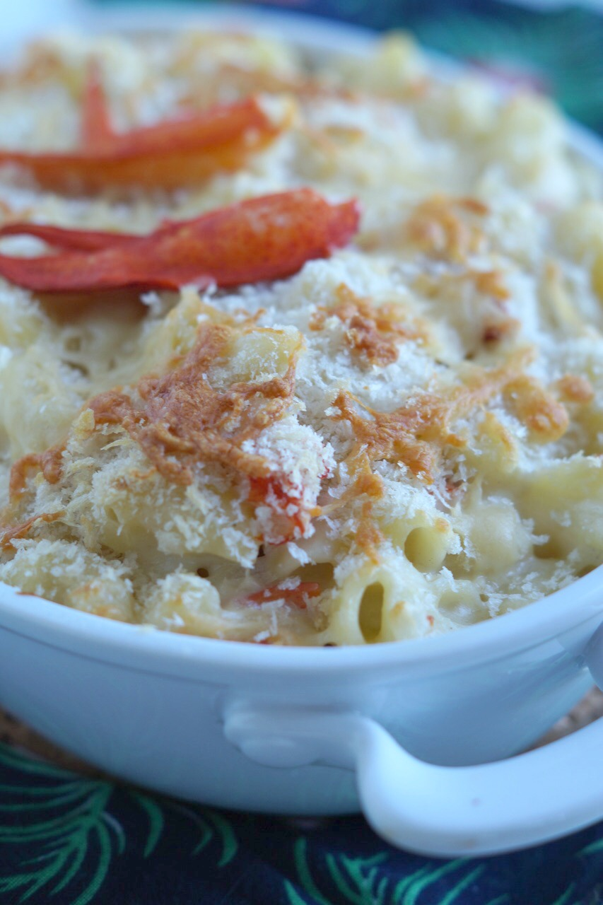 This creamy and delicious Lobster Mac and Cheese is fancy enough for the weekend, but you'll want to serve it on weeknights. #ExperienceScrubDots AD